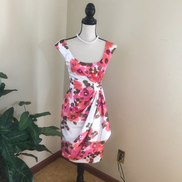 Maggy London Dresses & Skirts - Maggy  London Floral Print Dress.